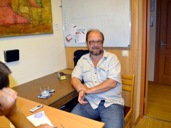 Заведующий отделом художественной литературы издательства «Вече» Дмитрий Федотов объясняет студентам литературных курсов при Интернациональном Союзе писателей, как достичь того, чтобы их рукописи стали востребованными среди издателей
